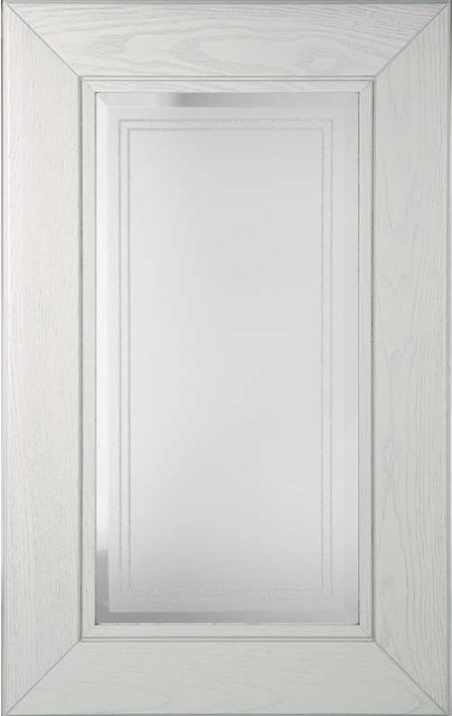 Белый фасад со стеклом